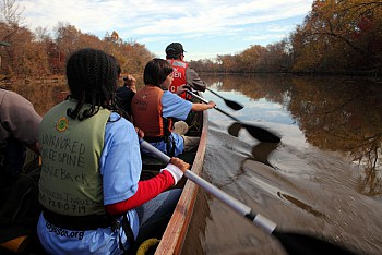 students get a chance to explore the Ancostia River with UWCA