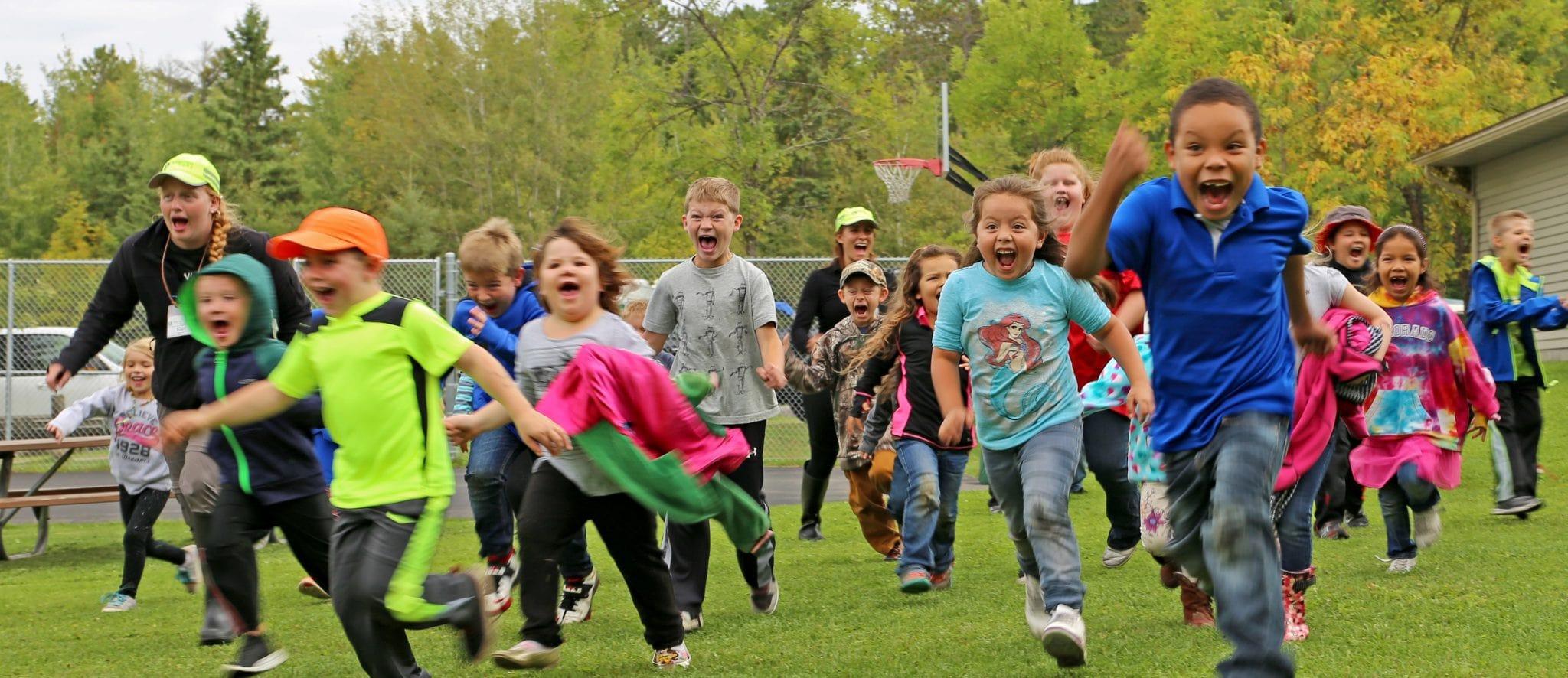 Excited children run toi Canoemobile